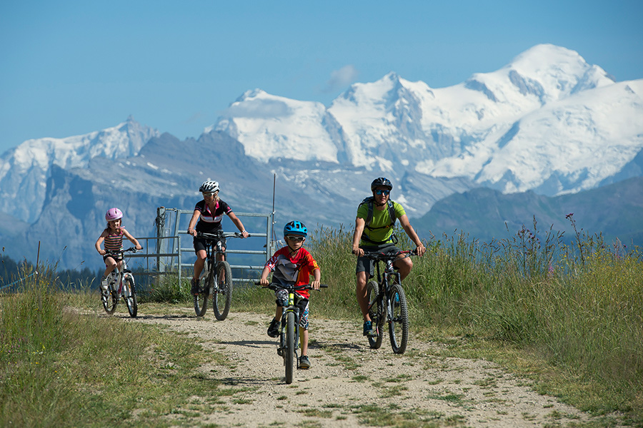 Family-Holiday-in-Morzine-Mountain-biking-Les-Gets